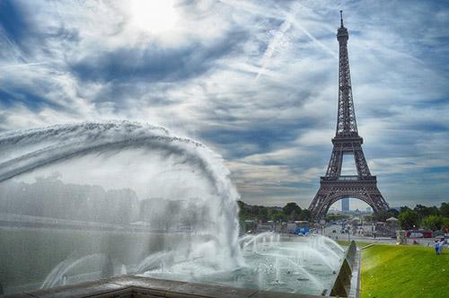 パリウエディングフォトの撮影地はエッフェル塔を選ぶ?!それとも選ばない?!