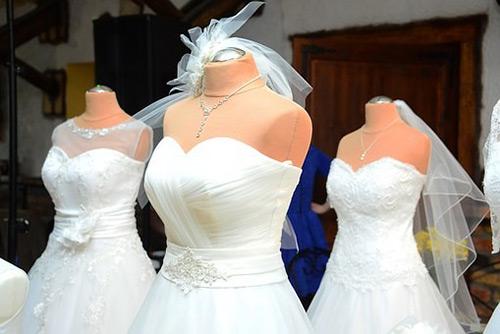 ドレスの生地別特徴と魅力とは