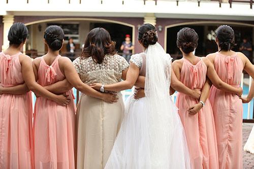 結婚式を彩るブライズメイド
