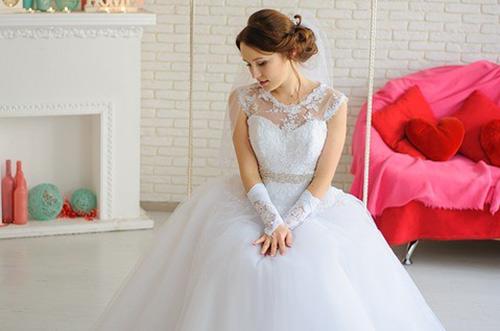 提携の衣裳サロンのウエディングドレスが残念だったけど、見方を変えるとラッキー!
