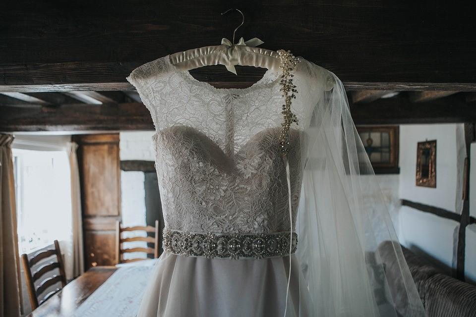 ウエディングドレスに必要な小物