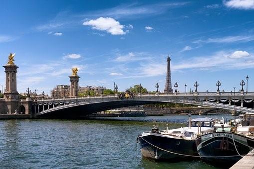 フランス旅行オプショナルツアーでウエディングフォト