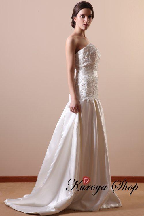 7a40a36c84e72 ヨーロッパなどで多く見られるフィットアンドフレアーのウエディングドレスです hb23