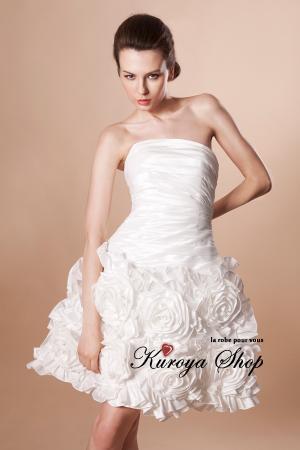 なかにはフルレングスのドレスとミニ丈の2WAYになっているドレスもあり、最初はフルレングスでお色直しでミニにチェンジする、という使い方をする花嫁さんも多いよう  ...